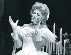 Beverly Sills as Violetta in Verdi's La Traviata. The Metropolitan Opera, c. 1970