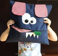 Párna, amibe rejteni is lehet vmit Dyi Pillows, Funny Pillows, Kids Pillows, Jean Crafts, Denim Crafts, Sewing For Kids, Baby Sewing, Range Pyjama, Couture Bb