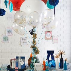 Need an easy decorating idea for a graduation celebration? This Graduation Balloon Arrangement is perfect! Teacher Breakfast, Graduation Balloons, Balloon Arrangements, Graduation Celebration, Grad Parties, Seasons, Make It Yourself, Holiday, Crafts