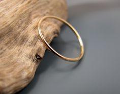 14K gold filled smooth skinny stacking ring par junedesigns sur Etsy, $15,00