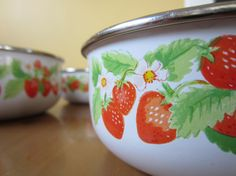 Strawberry Ceramic Bowls, Red, Nesting, Metal...i want these..they match my kitchen stuff