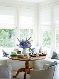 Farmhouse Style Sun Rooms: Decors for All Seasons and All Budgets.
