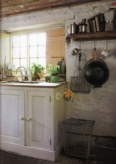 I know how grotty these country kitchens can be, but they have charm - Décor de Provence.