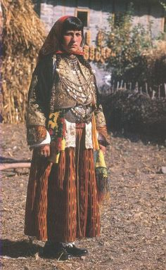 Festive costume from Guri i Bardhë (Central-Albania).