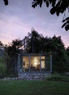 Belong to a weekend house situated on the slopes of the Raethian Alps, Green box is a glass pavillion as the renovation of a small disused garage, inside Garden Cabins, Weekend House, Backyard, Patio, Garden Boxes, Dream Decor, Little Houses, Interior And Exterior, Architecture Design