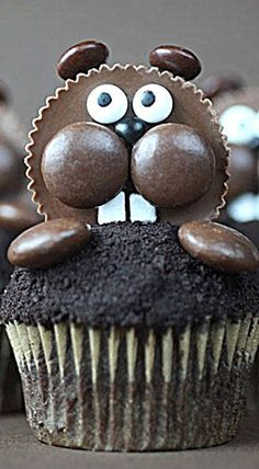 I know it's late in the game to make these little guys, but I had a last minute idea for them this weekend using some fave candies and I didn't want to a year to see h Best Dessert Recipes, Cupcake Recipes, Fun Desserts, Delicious Desserts, Cupcake Cakes, Groundhog Day Activities, Work Activities, Mole Day, Canada Party