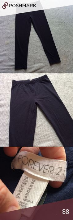 Xs cropped forever 21 leggings! No flaws, no piling, no holes or anything. They're a size XS, fit very small like an xxs. Navy blue. Forever 21 Pants Ankle & Cropped