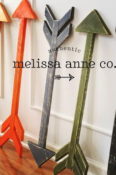 Wooden Arrow - painted and distressed in the color of your choice, decorative arrow by MelissaAnneCompany on Etsy Arrow Painting, Painting On Wood, Wood Projects, Woodworking Projects, Teds Woodworking, Palette Deco, Deco Restaurant, Wood Arrow, Arrow Art