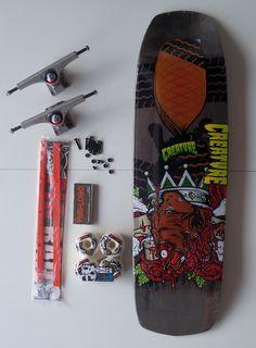 "Shape Creature King of Roadkill 8,96""; rodas Bones SPF 60 mm Ben Schroder, Trucks Paris 169 mm STD, Rolamentos Mini Logo, Pig Rails, parafusos CSS"