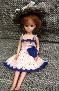 リカちゃんの服の簡単な編み方を教えてほしいと言われましたので、公開したいと思います。私もまだまだ試作中ですが、参考にしてもらえたら嬉しいです!私は編み始め...