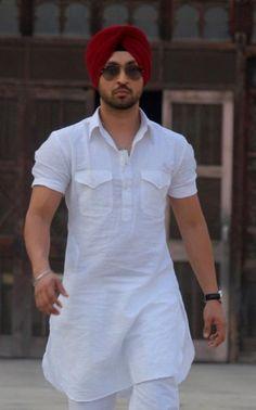 Daljit Singh Dosanj,the ace comedian & singer wears men's-kurtas-n-pathani-suits with a colorful turban. Mens Indian Wear, Indian Groom Wear, Indian Men Fashion, Mens Fashion Suits, Men's Fashion, Punjabi Kurta Pajama Men, Punjabi Boys, Gents Kurta Design, Boys Kurta Design