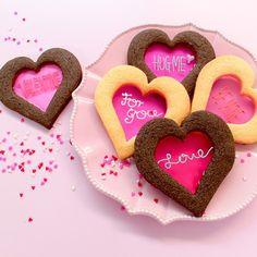 【バレンタインハートステンドグラスクッキー】の材料は、富澤商店オンラインショップ(通販)、直営店舗でご購入いただけます。また、無料のレシピも多数ご用意。確かな品質と安心価格で料理の楽しさをお届けします。