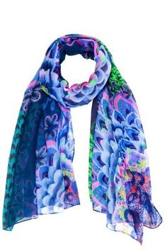 Desigual Fun Classic rectangular foulard from the Love range. If you're a romantic woman, you'll love the touch that this scarf adds. It's part of the new Why