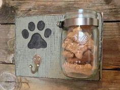 Kapstok voor hondenriem met hondenkoekjespot