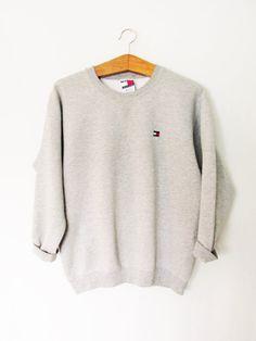 VNTG 1990er Jahren Tommy Hilfiger Tommy Jeans Pullover  BESCHREIBUNG: Farbe: Licht grau Heather Stil: Langarm, Rundhalsausschnitt, gerippte
