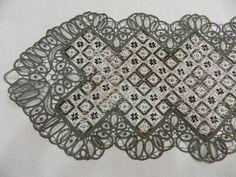 ΣΤΑΥΡΟΒΕΛΟΝΙΑ-CROSS STITCH - NASIA: Επιστροφή με ένα γιορτινό κέντημα με χάντρες