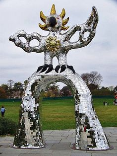 niki-de-saint-phalle-outdoor-mosaic-sculpture-437x583