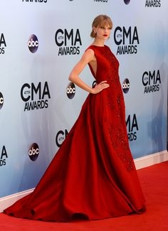 CMA Awards 2014 Red Carpet: See All The Fashion Hits & Misses (PHOTOS)