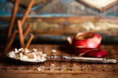 Denne quinoagrød er rigtig god, fordi quinoa indeholder såvel gode proteiner som fedtstoffer. Det tilfører mæthed og energi til dagen