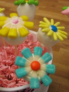 Mother's Day Flower Pops.  Table centerpieces for Mother's Day party — bunny corn & licorice pastels