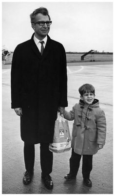 09 Oct 1964 Anon for Nat'l Foto Persburo Amsterdam - Dave Brubeck son arrive at Schiphol