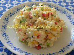 Barevný rýžový salát 200 g uvařené rýže, 100 g sterilované kukuřice, 1 menší pórek, 1 - 2 natvrdo uvařená vejce, 1 kapie zálivka: 2 - 3 lžíce zakysané smetany light, sůl, špetka cukru, citronová šťáva, pažitka nebo cibulová nať Bon Appetit, A Table, Potato Salad, Healthy Snacks, Food And Drink, Rice, Cooking Recipes, Lunch, Pizza