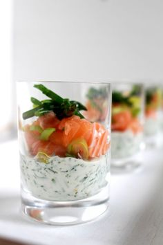 Dit hapje met zalm en dille is heel eenvoudig en snel te maken, maar toch heerli… This snack with salmon and dill is very easy and quick to make, yet wonderfully surprising and original. I Love Food, Good Food, Yummy Food, Brunch, Snacks Für Party, Happy Foods, Appetisers, High Tea, Finger Foods
