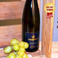 #Chardonnay - Keine andere #Rebsorte ist rund um den Globus so beliebt wie die Chardonnay. Der #Deutzerhof ist das einzige Weingut im Ahrtal, welches die in der Sonne funkelnde Weißweintraube anbaut. Bis zu sechs Wochen wird sie im Barrique-Eichenfass gelagert, um ihren vollen Geschmack zu entfalten. Frisch, leicht fruchtig und mit einer angenehmen Säure – das schätzen Genießer am Chardonnay-Wein.