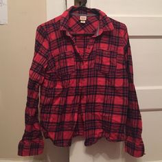 Red and Navy flannel EUC tortoise shell buttons and has one slight pull as pictured but not noticeable when worn Mossimo Supply Co Tops Button Down Shirts
