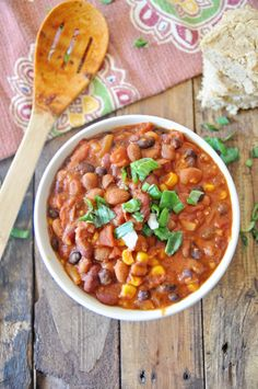 Vegan Chili Beans with Corn. Vegan Chili Beans with Corn Gluten Free Recipes, Vegan Recipes, Legumes Recipe, Vegan Chili, No Bean Chili, Chana Masala, Soups And Stews, Lettuce, Main Dishes