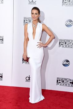 Actress Kate Beckinsale looks absolutely stunning in this white gown. And can we TALK about that necklace?! Gorgeous. via @stylelist