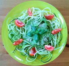 RAW recepty   Cuketové pesto na špagety   www.rawsuperfood.cz Pesto, Spaghetti, Ethnic Recipes, Food, Essen, Meals, Yemek, Noodle, Eten