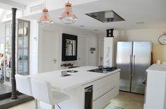 Excelente diseño de #cocina realizado por Kocina Sevilla con campana de techo Pando E-205