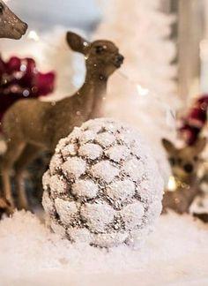 En unik og trendy nettbutikk som setter pris på vakre og unike ting Snowman, Christmas Bulbs, Holiday Decor, Outdoor Decor, Home Decor, Interior Design, Home Interior Design, Snowmen, Home Decoration