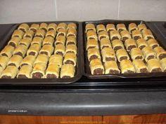 Vryf margarien in; 6 k meel; t kremetart en 1 t sout. Maak aan met 3 eiergele en witasyn saamgeklits in k yswater. Vou toe in plastiek en plaas in yskas vir ten minste 6 ure. Die beste resultate word verkry wanneer deeg koud is. Pastry Recipes, Baking Recipes, Dessert Recipes, Cookie Recipes, Desserts, Braai Recipes, Meat Recipes, Recipies, Quiche Recipes