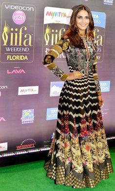 Vaani Kapoor rocked in a long multi-print dress on IIFA Rocks 2014 green carpet.