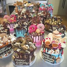 The best trends on birthday cakes in 2017 - including the croquembouche cake, unicorn cake and chocolate drip cake cupcakes anniversaire decoration licorne noël recette recipes cupcakes Fancy Cakes, Cute Cakes, Mini Cakes, Cupcake Cakes, Fancy Birthday Cakes, Sweet Birthday Cake, Birthday Drip Cake, Croquembouche, Beautiful Cakes