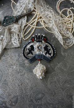 """Купить Брошь """"Царские регалии"""" - серебряный, брошь, брошь с жемчугом, вышивка ручная"""