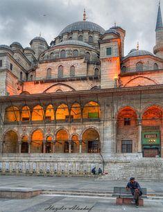 Istanbul Islamic Architecture, Amazing Architecture, World's Most Beautiful, Beautiful Places, Best Places To Travel, Places To Visit, Travel Around The World, Around The Worlds, Visit Istanbul