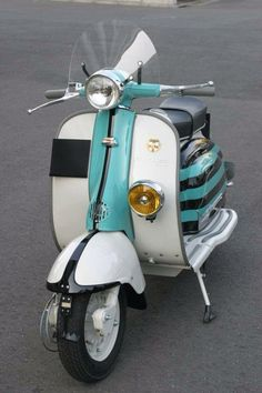 """""""Nice Lambretta Rallymaster in the other option paint scheme"""" Retro Scooter, Scooter Custom, Scooter Girl, Vespa Motor Scooters, Lambretta Scooter, Mobility Scooters, Vespa Italy, Scooter Drawing, Bmw Series"""