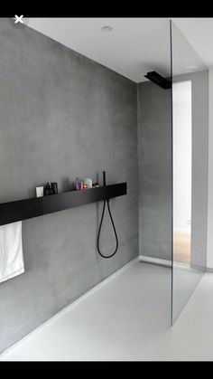 Badezimmer Armaturen in Schwarz – Stilvolle und moderne Badausstattung, WOHNKULTUR, minimalistisches design graue wand dusche trennwand glas badezimmer armaturen schwarz Bad Inspiration, Bathroom Inspiration, Interior Design Inspiration, Design Ideas, Beautiful Bathrooms, Modern Bathroom, Small Bathroom, Minimalist Bathroom Design, Bathroom Ideas