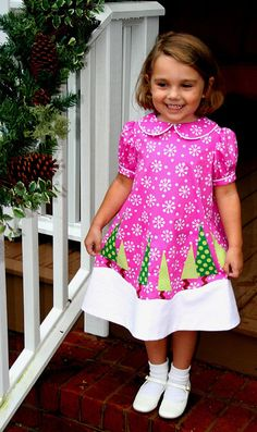 Cute Christmas tree dress, I can see myself altering this and using it