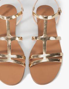 Sandalia plana metalizada