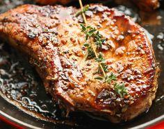Une côtelette de porc c'est très facile à manquer, mais avec cette recette vous en ferez des délicieuses à tout coup! Très facile et délicieux :) Pork Chop Dinner, Glazed Pork Chops, Best Dinner Recipes, Meat Lovers, Vegetable Dishes, Main Meals, Cooking Recipes, Cooking Time, Food And Drink
