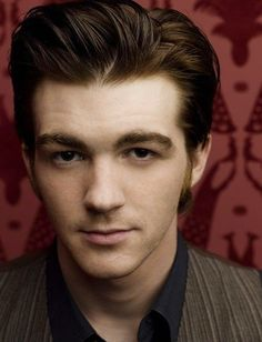 Drake Bell, I've loved him since he was on The Amanda Show. Drake Photos, Drake Bell, Drake And Josh, Miranda Cosgrove, Pretty People, Beautiful People, Good Looking Men, Hollywood Stars, American Actors
