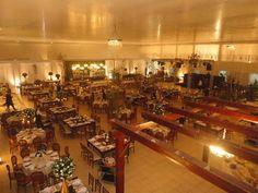 Encantador ficou o nosso espaço durante o #casamento dos noivos Nelma e Márcio no mês de maio. Foi usado todo o salão de um lado para a cerimônia e do outro para a recepção (foto). Ficou show! #anapolis #amor #stillushall #noivos #cerimonia #evento by stillushall http://ift.tt/1WVmSQ9