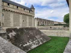 The Château was a fortified residence, a protective wall, a moat and drawbridges surround the keep. Follow this link to see more great pics of La Chateau de Vincennes.  http://mikestravelguide.com/things-to-do-in-paris-chateau-de-vincennes/