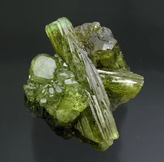 Vesuvianite, Jeffrey Asbestos, Canada specimens/s_imagesL1/MM70L1t.jpg