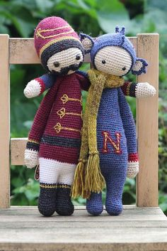 DIRK the dragon and a Nutcracker mod of CARL made by hannekesieben / crochet patterns by lalylala
