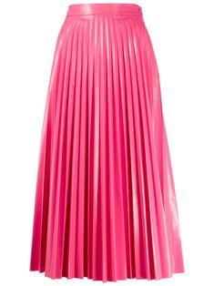 Maison Margiela glossy-effect Pleated Midi Skirt - Farfetch Pleated Skirt Outfit, Pink Pleated Skirt, Long Skirt Outfits, Long Pleated Skirts, Jupe Midi Rose, English Dress, Leather A Line Skirt, Seventies Fashion, Fashion Capsule